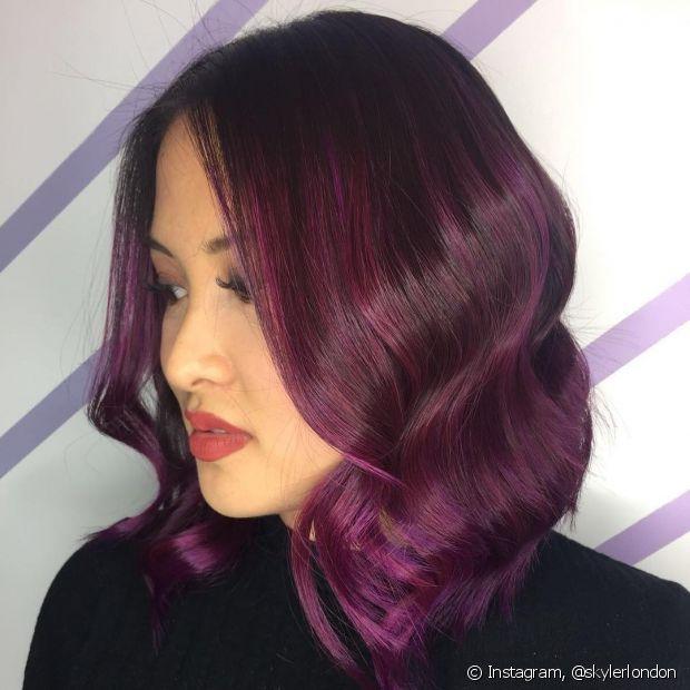 O blackberry hair mistura tons de vinho, rosa e roxo