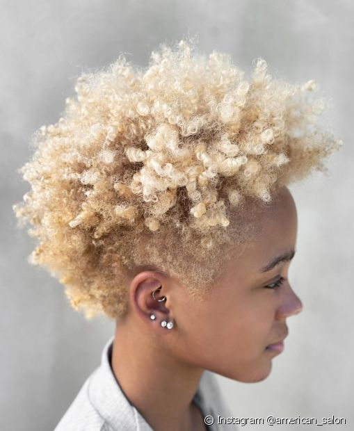 A circunferência dos cabelos tipo 4, os crepos, é bem mais fechada e forma quase um Z. (Instagram @american_salon)
