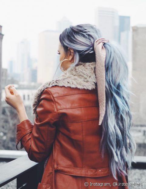 O cabelo azul claro é ideal para quem prefere um visual candy color