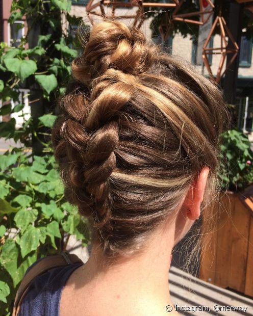 Trança invertida: aprenda a fazer esse penteado que é a cara do verão (Foto: Instagram, @meeway)