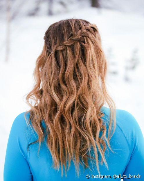 Trança cascata em cabelo cacheado