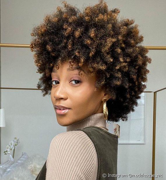 A nutrição capilar é cheia de benefícios para os cabelos crespos. Saiba como fazer! (Foto: Instagram @ modelesque_nic)