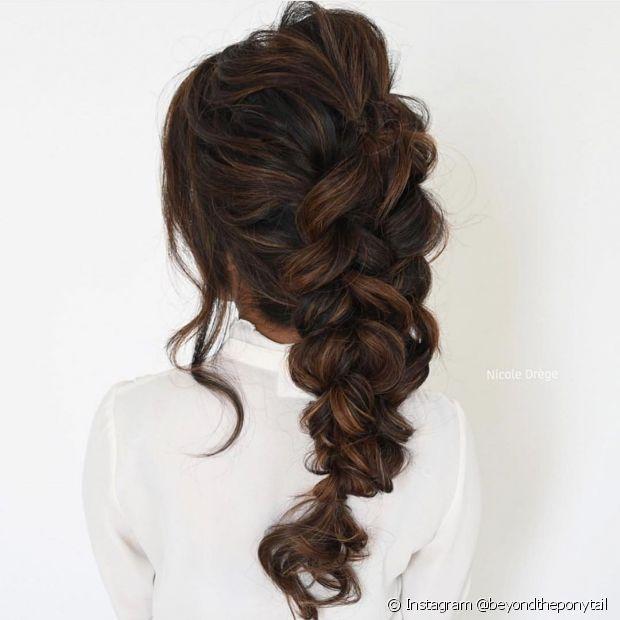 O efeito volumoso em um penteado trançado é fácil e muito estiloso (Foto: Instagram @beyondtheponytail)