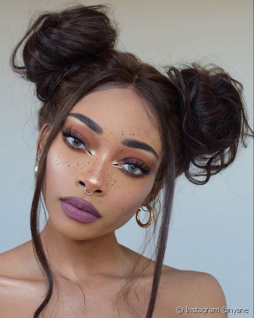 O coque duplo valoriza todas os tipos de cabelo (Foto: Instagram @nyane)