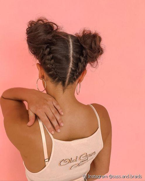 Quer um penteado mais elaborado? Conheça o coque duplo com tranças invertidas (Foto: Instagram @sass.and.braids)