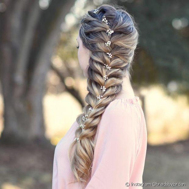 O visual morena iluminada fica ainda mais charmoso com um penteado trançado (Instagram @braidsbyjordan)