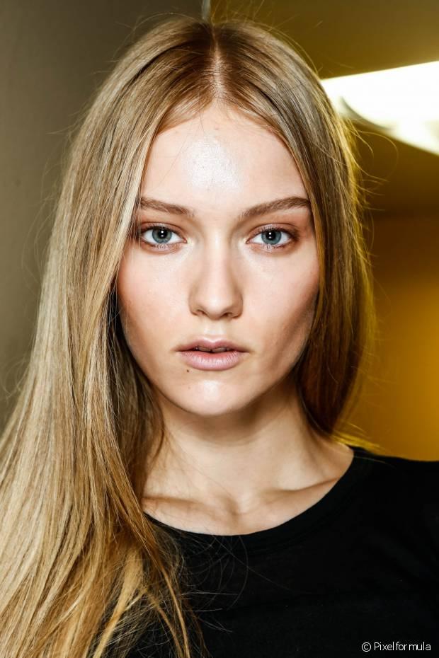 Use produtos específicos para o seu tipo de cabelo para controlar a oleosidade dos fios