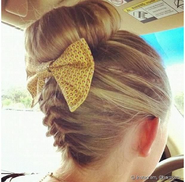 O coque é um dos penteados preferidos das mulheres e suas variações podem deixar o visual muito mais moderno e chique!