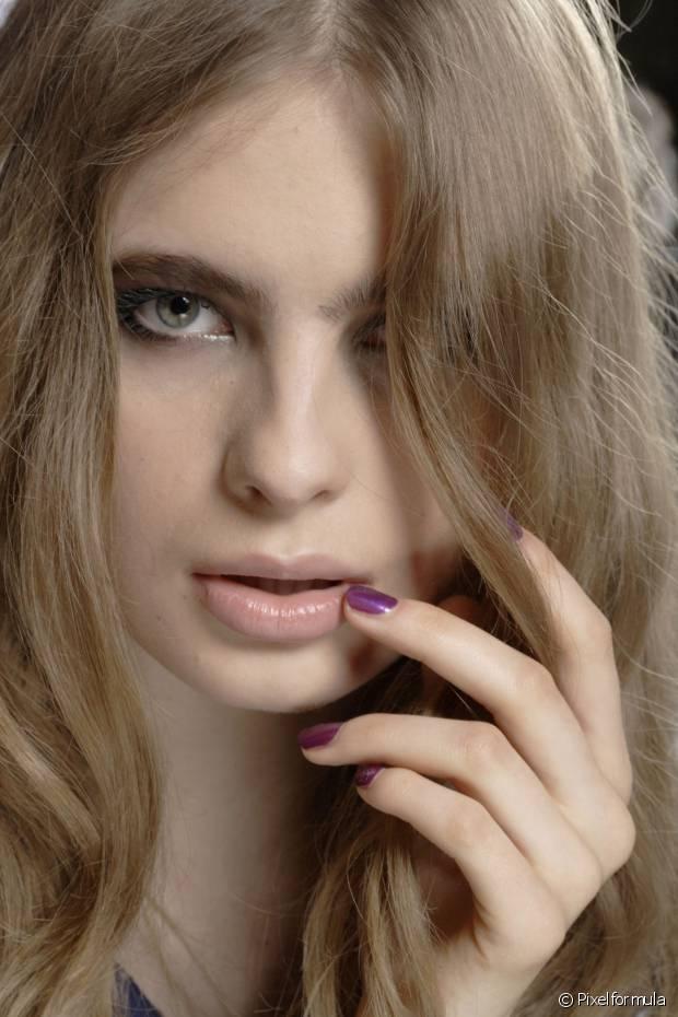 A coloração permanente tem poder de clareamento, ou seja, é ideal para mulheres que querem uma mudança radical nos fios