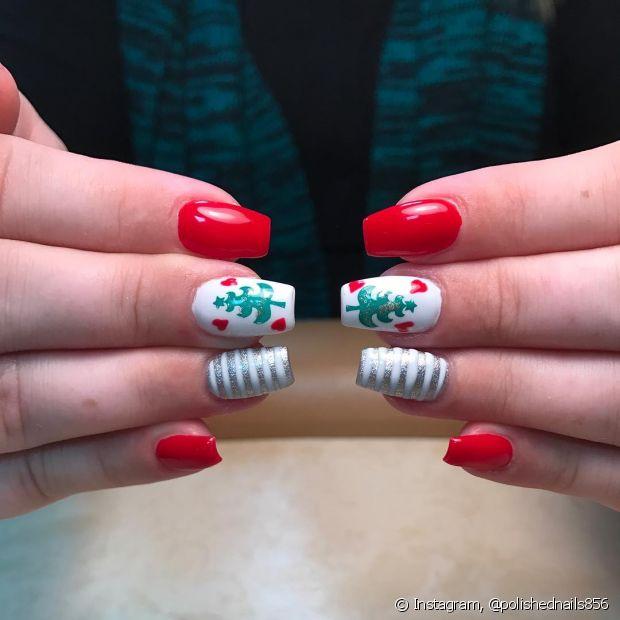 Sim, faça as unhas decoradas inspiradas no espírito natalino! Você pode fazer desenhos que lembrem os personagens queridos da época