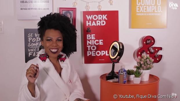 Luany Cristina ensina truque para a maquiagem durar mais durante o Carnaval