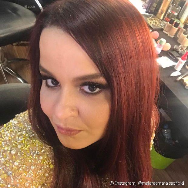 A cantora Maiara, da dupla Maiara e Maraisa, mudou a cor dos cabelos com o tom 6.646 (Vermelho Cereja)