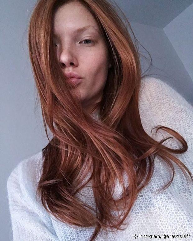 Os cabelos coloridos precisam de cuidados especiais para manter a cor e o brilho