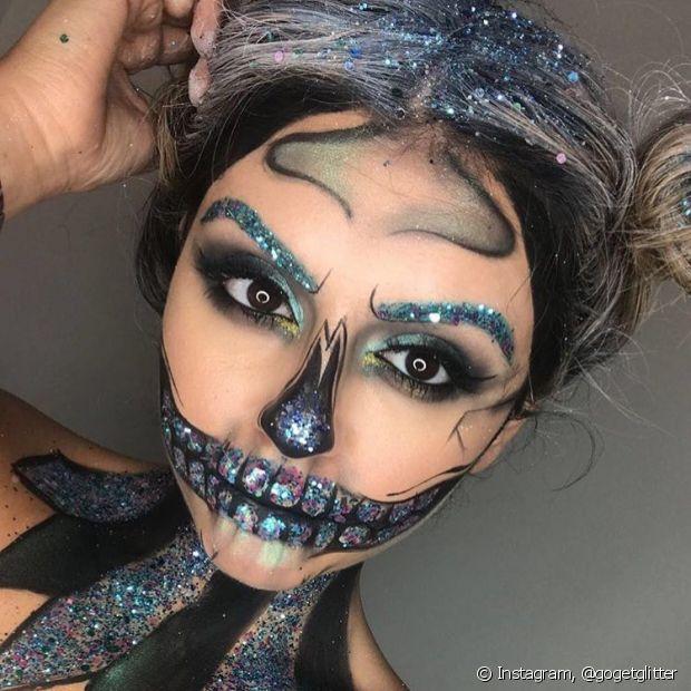 Quem quiser fazer um look completo com direito a maquiagem personalizada e muito brilho, se joga na tendência!