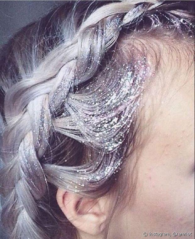 As tranças podem ser uma opção na hora de você montar seu look com glitter