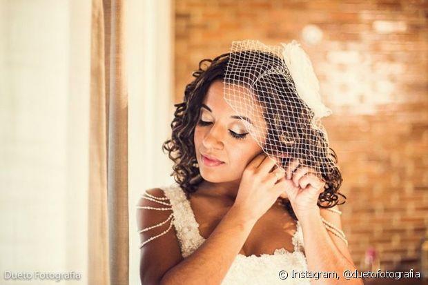 O voilette pode ser usado os cabelos presos ou soltos