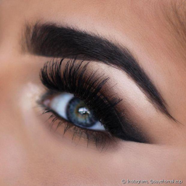 Prefira sempre fazer a maquiagem dos olhos antes de fazer sua pele