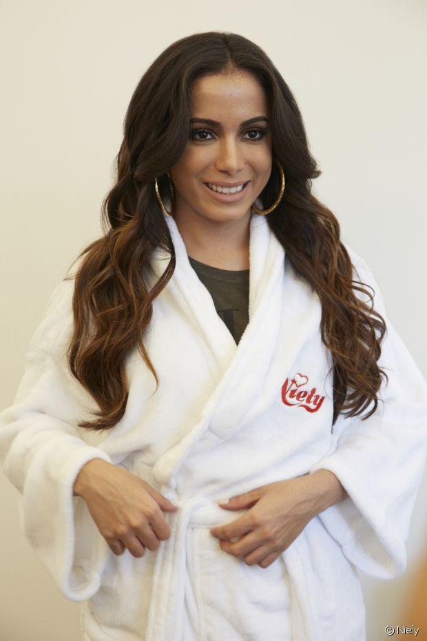A cantora Anitta também participou da campanha de Niely Gold Nutrição Poderosa