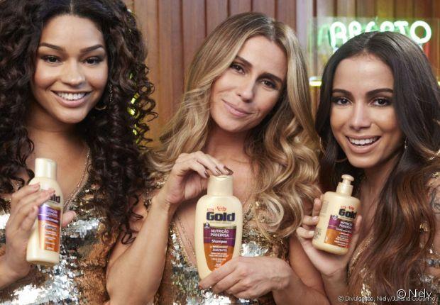 Juliana Alves, Giovanna Antonelli e Anitta apresentando alguns produtos da linha Nutrição Poderosa