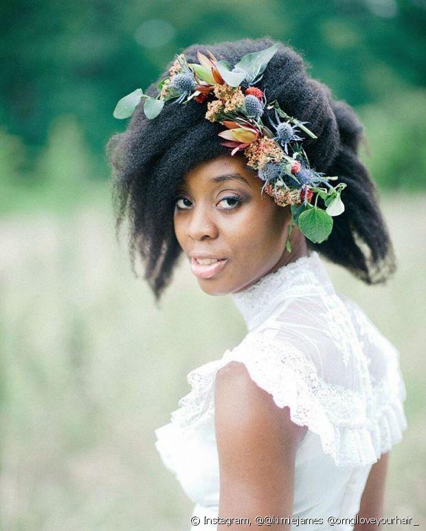 Enalteça seu cabelo natural no dia do seu casamento