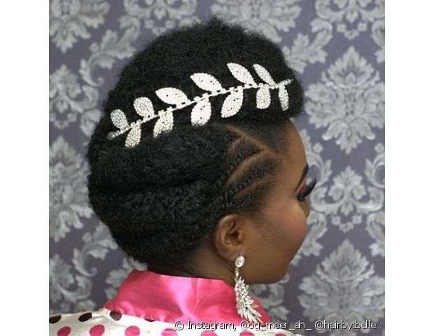 Viu como dá para misturar vários estilos em um só penteado de noiva de cabelo crepo? Temos volume, trancinhas e torcidinhos