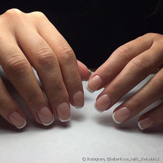Não use removedores de esmaltes que possuam acetona, eles enfraquecem a unha