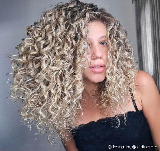 Qualquer pessoa, com qualquer tipo de cabelo, pode ter pontas duplas
