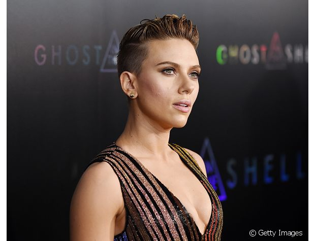 A atriz Scarlett Johansson é fã do corte pixie e já mantém o visual curtinho assim há anos