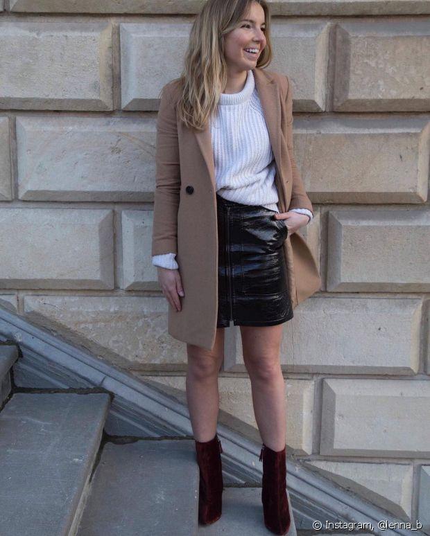 As botas de veludo 'quebram' a seriedade de qualquer visual