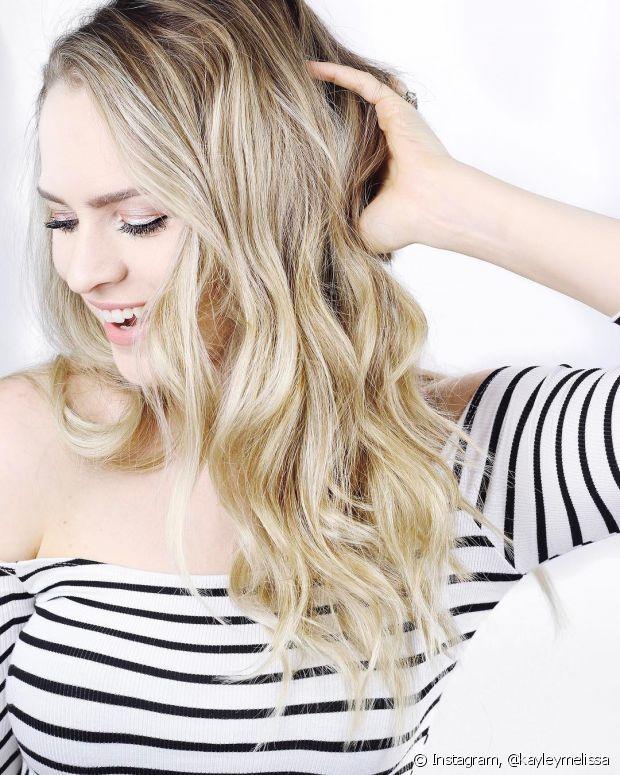 O tonalizante é a coloração mais indicada para pintar os cabelos loiros de preto, mas não esqueça dos cuidados após a mudança de tom