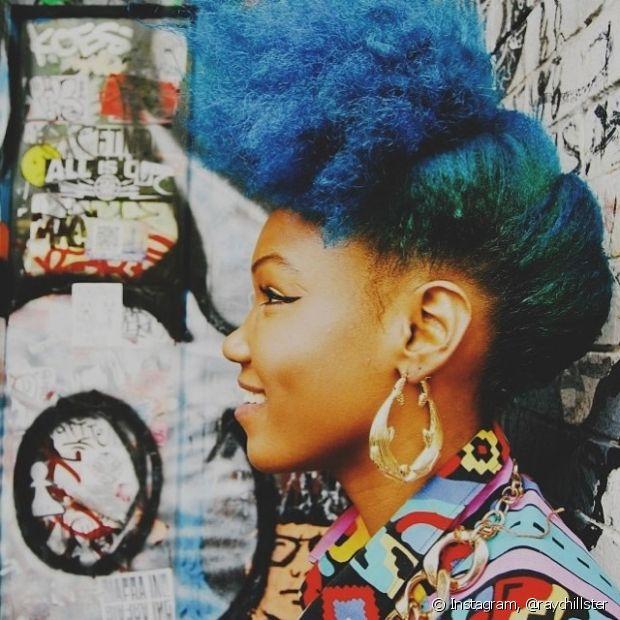 Os penteados ficam ainda mais incríveis com o cabelo azul!