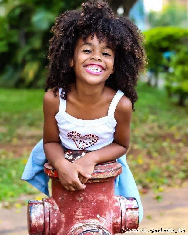 Ana Beatriz, filha da nossa embaixadora Luany Cristina, ama cuidar do seu black power