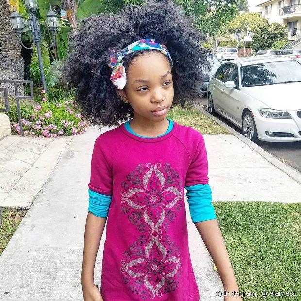 Os lenços deixam o visual do black da sua filha ainda mais estiloso!