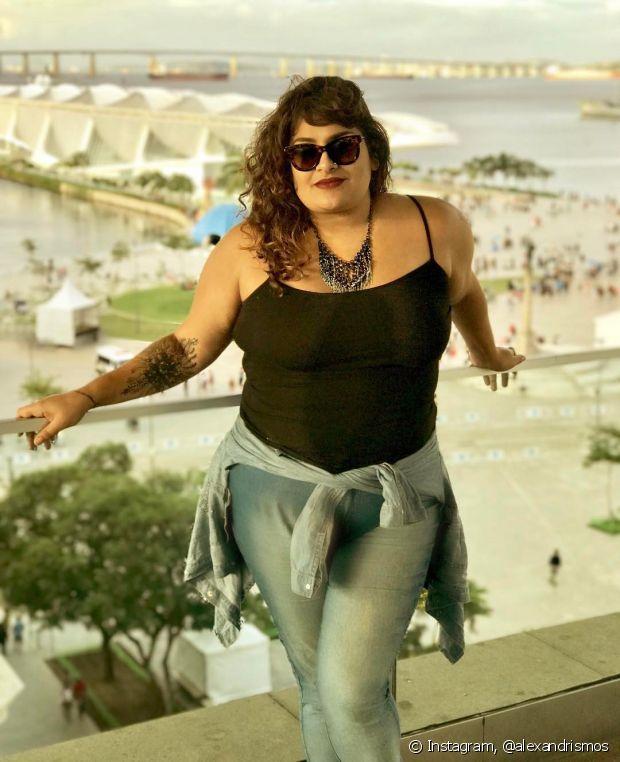 Segundo Alexandra Gurgel, a motivação para criar o Alexandrismos, seu canal no Youtube, era mostrar para as outras pessoas que é possível se amar e se aceitar