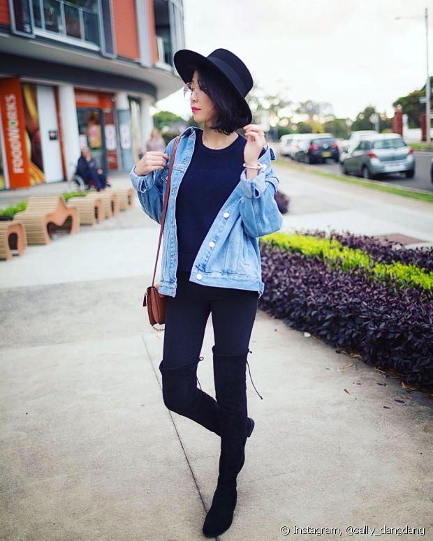 A calça skinny é perfeita para ser usada com botas de cano alto