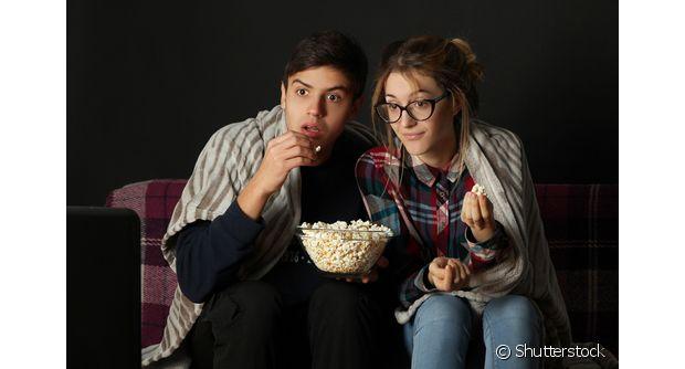Uma maratona de filmes com pipoca é uma boa pedida para curtir com o namorado, não é mesmo?