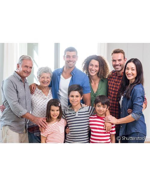 Mesmo que você seja mais tímida, procure ser simpática e educada com os seus sogros e o restante da família