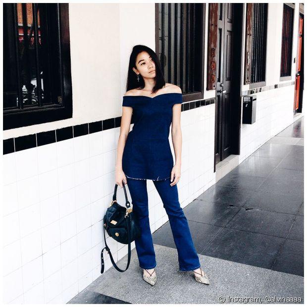 Para deixar o look mais sofisticado, aposte em peças jeans em tons mais escuros