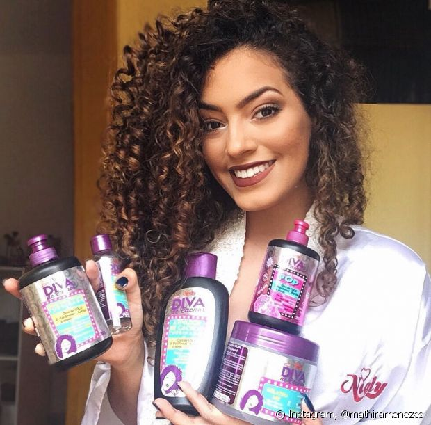 A blogueira usou os produtos da linha Diva de Cachos, que foi desenvolvida por ela e nossas outras embaixadoras cacheadas