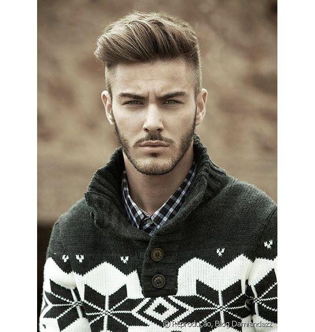 O corte de cabelo masculino que tem feito a cabeça dos homens estilosos se chama pompadour e traz de volta o icônico topete dos anos 50