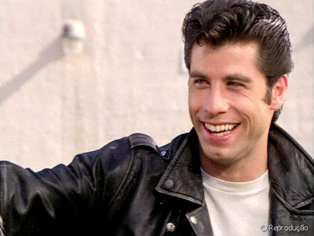 John Travolta aparece com o topete pompadour no filme 'Grease' (1978)
