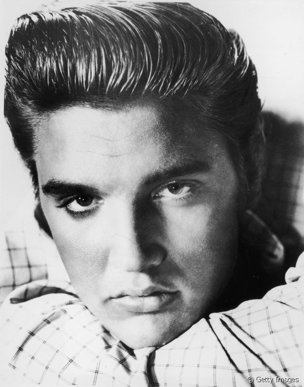 Elvis Presley tinha o corte de cabelo pompadour como sua marca registrada